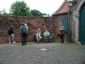Dr. Karl-Heinz Knörzer (sitzend, rechts)